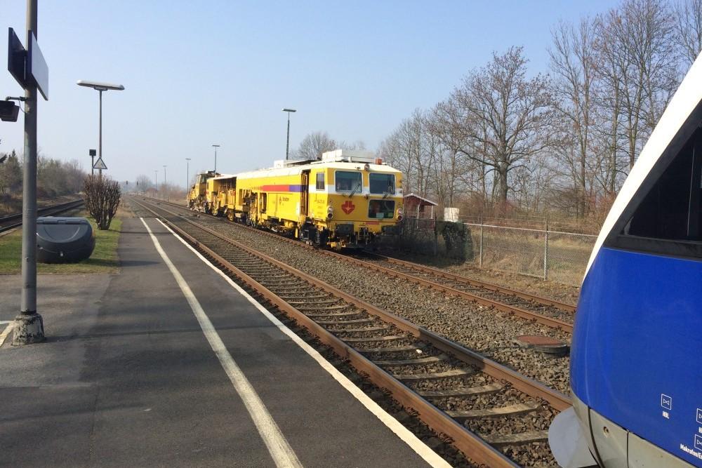 Stopfmaschine und 648 183 in Groß Düngen